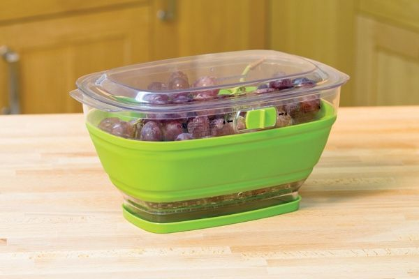 Keep your produce fresh for a longer time with this collapsible container by Progressive International. Available in 2-quart and 4-quart size, the container works perfectly with produce like lettuce, celery or any salad greens. It collapses to 1/3 of its size to use with smaller amount of produce without taking much space