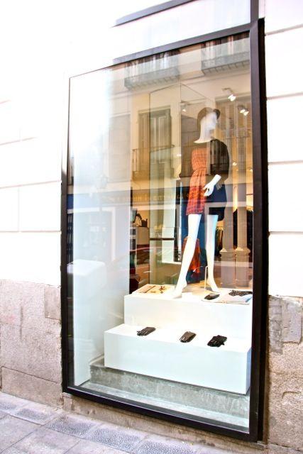Window design OLIPAHNT store by Nacho Olive