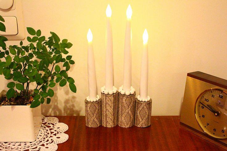 Talouspaperirullasta ja servetistä tehty DIY -kynttelikkö