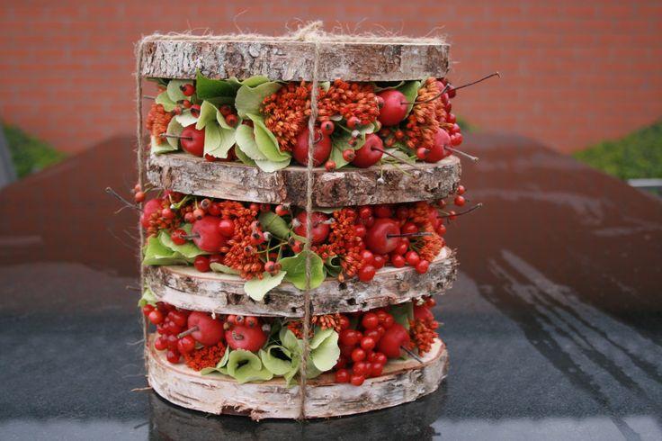 Op woensdag 23 september halen we de herfst in huis met dit kleurrijk herfststuk, we stapelen houtschijven, besjes en vruchtjes. Het bloemstukje kan volledig indrogen. De workshop gaat door om 19u30 en het enige wat u hoeft mee te brengen is een scherp mesje. De kostprijs van deze creatieve avond is €40,00 – alle materialen, […]