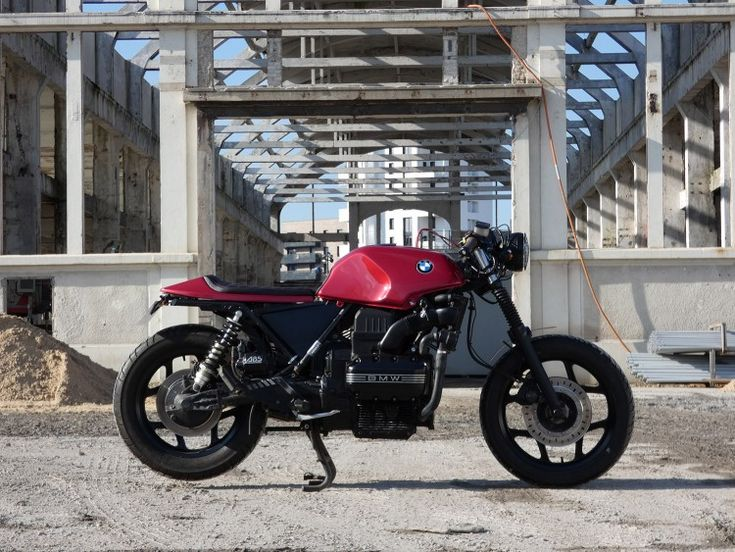 Where the classic airheads are a very popular base bike for building a BMW cafe racer, the search for a used bike became more difficult every day. Prices have risen to astronomical heights so builders with a tight budget had to look for other base bikes. A logic step was to look for the BMW …