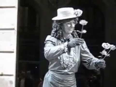 Moving statue.  Bromas en la calle.COMICOS DE LA CALLE