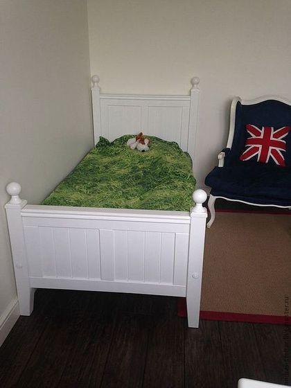 Купить или заказать Деревянная кровать (001) в интернет-магазине на Ярмарке Мастеров. Детская деревянная кровать сделана из массива бука. Кровать покрашена по каталогу РАЛ, белый цвет 9010, поверх краски нанесён бесцветный полуматовый лак. Кровать сделана под заказ одному из пользователей 'Ярмарки Мастеров'. Сделаем под заказ по Вашим эскизам и пожеланиям (цвет, размер, конфигурация).
