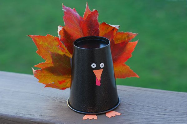 Easy Paper Plate Crafts   the green construction paper to the top paper cup turkey