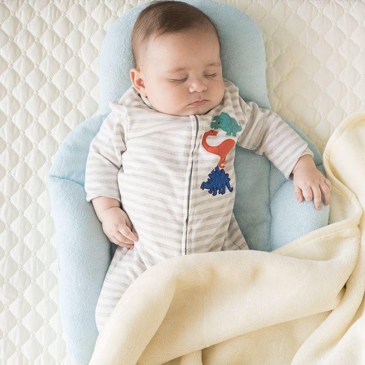 """Dentro y fuera de casa """"mi primer protector"""" le brinda una posición segura y cómoda a tu bebé a la hora de dormir durante los primeros meses de vida.  Disponible en nuestra tienda virtual http://bebetoral.com/detalleitem.php?id_producto=22&id_categoria=1  Toral ¡le damos la bienvenida a la vida!"""