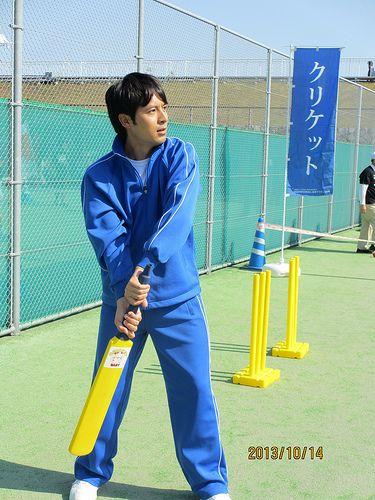 14日の中央記念行事「体育の日ースポーツ祭り2013」でクリケットの体験ブースに寄ってくださった枡さん。結果は非常に赤面な感じでした。もしか したら18日にOAされるかも!