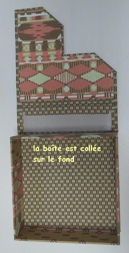 Bonjour à tous !!! En me promenant l'autre jour sur un site portugais de vente de cartonnages j'ai eu l'oeil attiré par ce porte-serviettes de table : Je l'ai tout de suite imaginé avec un montage livre, ce qui n'est pas le cas du modèle... **************...
