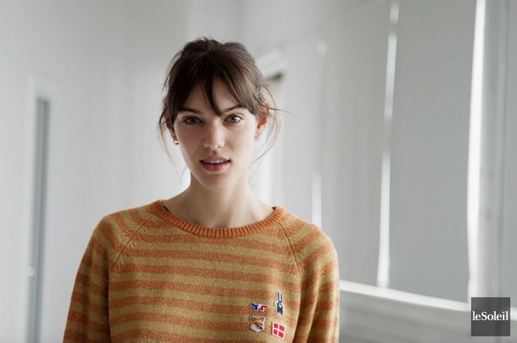 La vision mode et beauté de la chanteuse et mannequin Charlotte Cardin