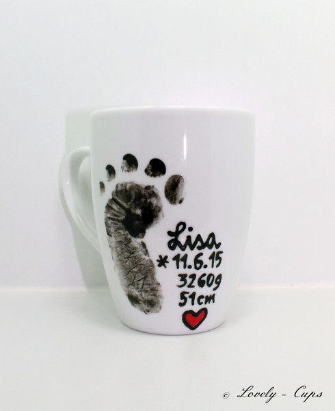 Becher & Tassen - Geschenk für Hebamme Baby Fußabdruck Namenstasse - ein Designerstück von Lovely-Cups bei DaWanda