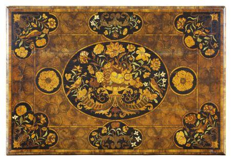 Верх таблицы облицованной с цветочным маркетри, приписываемые Геррит Jensen, гр.  1672-83 (NT1139923), в Ham House.  © Национальный фонд Images / John Hammond