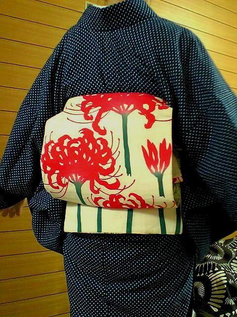 彼岸花 おび   it is very beautiful, with the green stalks and white background