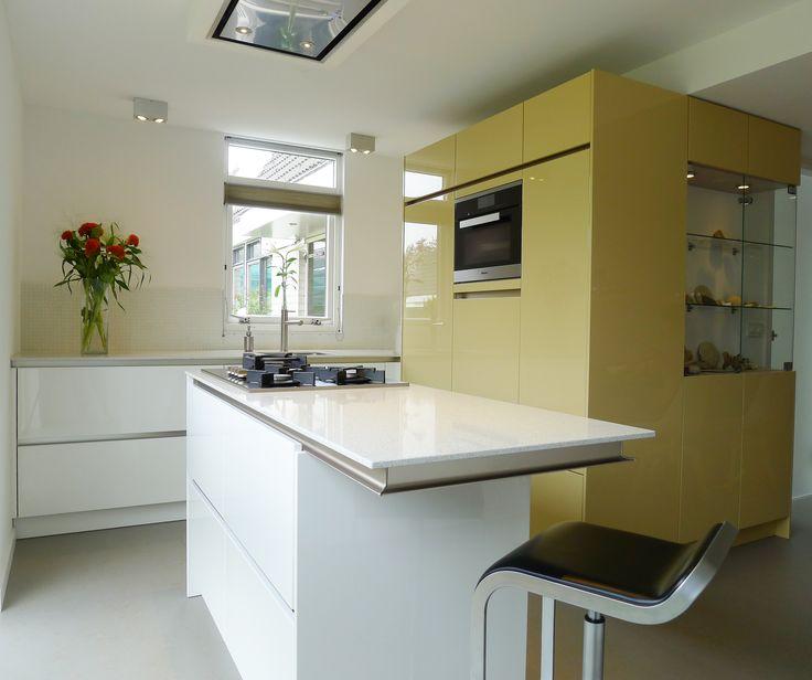 Dieren, ontwerp van dit keukenmeubel, inclusief de afwerkingen en kleuren.