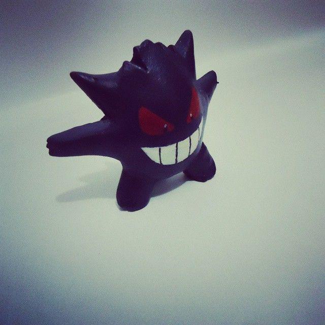 Un Gengar hecho en arcilla hecho en el 2014 de10 cm. #Pokemon #ghoutstype #creepy #videogames #scared #sculpt  #handmade #anime #modelismo #fantasma #gamefreak #miniatura