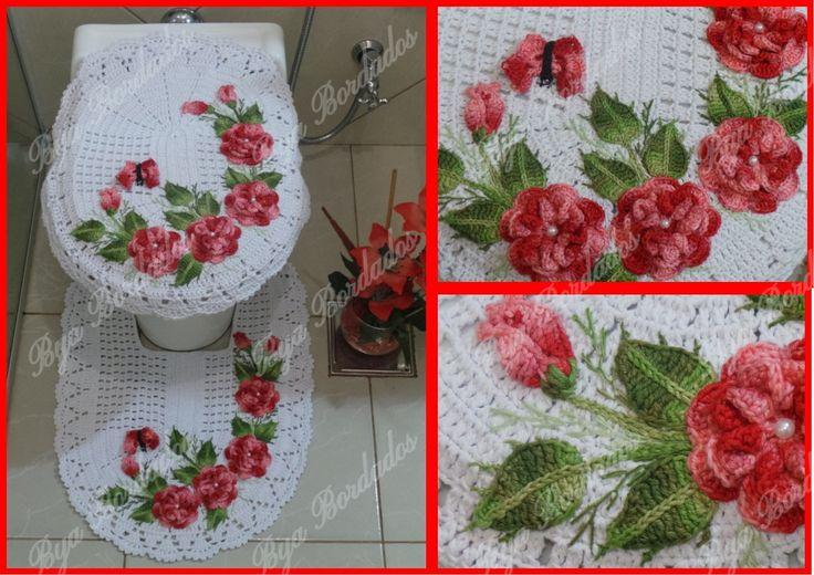 Jogo Banheiro Encanto com aplicação de flores e bordado. <br> <br>Jogo tapete para banheiro 2 peças feito em barbante, e fio Duna para as flores de ótima qualidade 100% algodão. <br> <br> <br>As cores podem variar de acordo o gosto do cliente <br> <br>Medidas: <br>Tapete vaso::0,63 comprimento x 0,47 cm largura <br> <br>tampa do vaso:0,56 cm comprimento x 0,44.cm largura. <br>(com o bico) <br> <br> <br>O valor do frete é por conta do comprador <br> <br>Para mais informações, consulte o…
