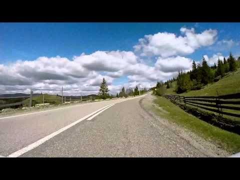 Traversând Pasul Ciumârna (drumul de la Sadova la Rădăuţi)