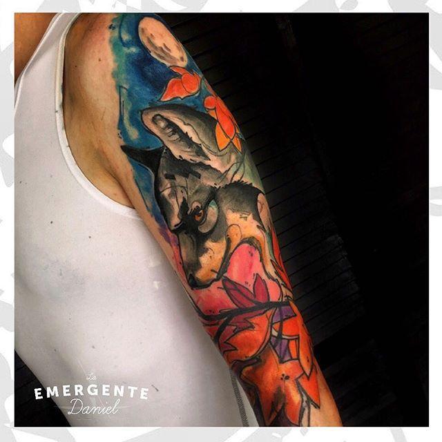 Empezamos la semana con este tatuaje de @danielacostaleon para nuestro amigo Rolando. Feliz lunes para todos marineros #laemergentecol #wolftattoo #watercolortattoo #tattoo #tatuaje #naturetattoo #tatuajesbogota #tatuajescolombia