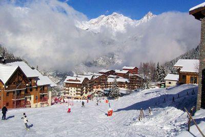 Valfréjus: AFDALING PISTE VALFREJUS FRANKRIJK WINTERSPORT SKI SNOWBOARD RAQUETTES SCHNEESCHUHLAUFEN LANGLAUFEN WANDELEN INTERLODGE