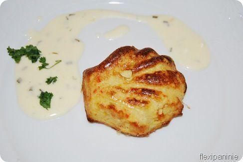 Préparation de la mousse de crabe : Préchauffez votre four à 180°C (th. 6) et placez vos empreintes sur la plaque perforée. - Recette Plat : Délice de crabe, sauce citronnée par Perlininie