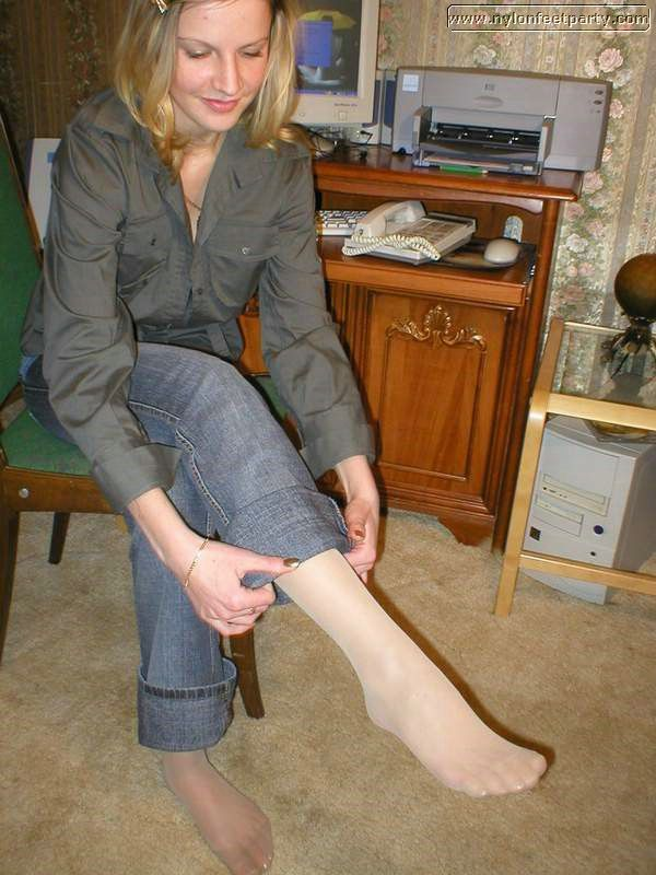 Under The Pantyhose It 17