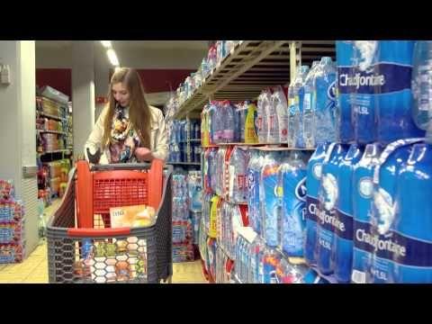 Delhaize stuurt klanten in tien supermarkten aanbiedingen wanneer ze bepaalde producten passeren. De Belgische retailer werkt daarvoor samen met promotie-app myShopi en Coca-Cola > http://www.retailnews.nl/tech/item/hTZOnwBNRiufyj1jvQZldw-0/delhaize-test-inzet-van-beacons.html