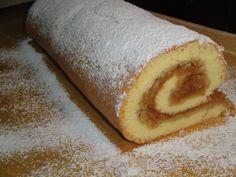 Rýchla jablková roláda Cesto: 4 ks vajcia 180 g cukor kryštálový 8 PL múka polohrubá Plnka: 5 - 6 ks jablká 1 ks cukor škoricový 2 ks cukor vanilkový Postup prípravy Jablká ošúpeme,nastrúhame a pomiešame so škoric a vanil cukrom.. Plech vyložíme papierom na pečenie, na to rozložíme nastrúhané jablka.. Vajcia vyšlaháme s cukrom do hustej hmoty, vmiešame polohr muku. Cesto vylejeme na jablka, uhladíme a pečieme vo vyhriatej rúre na 160−170 °C 15−20 min