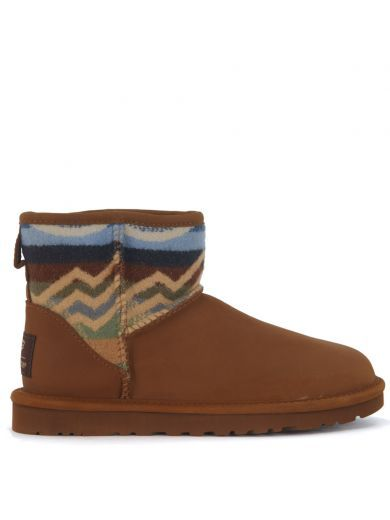 UGG Tronchetto Ugg Classic Pendleton Mini In Pelle Marrone Cuoio. #ugg #shoes #boots