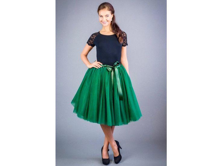Dámská tylová tutu sukně smaragdová stylová tutu sukně v délce 50 a 60 cm spodní neprůhledná vrstva ze saténu  3 vrstvy pevnějšího tylu pro požadovaný objem vrchní 2 vrstvy z jemného tylu příjemného na dotek součástí je i saténová stuha do pasu gumička v pase pro velikost 70 cm - 90 cm sukýnky jsou skladem, do 2 dnů vám dodáme