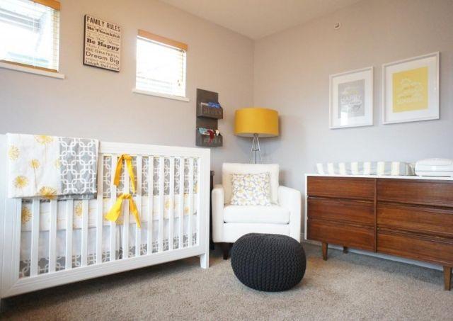 chambre de bébé mixte rétro en gris, blanc et jaune