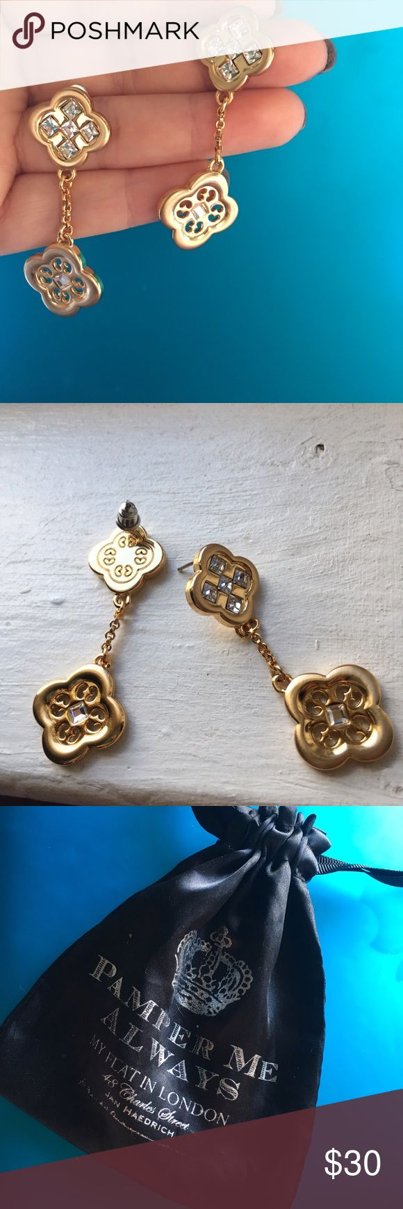 my flat in London Jan haedrich gold dangle earring Pamper Me always my flat in London by Jan haedrich gold dangle earring with ringstone. Never worn. Was a gift   Can do international shipping 😊I'll be happy to answer any questions My Flat in London Jewelry Earrings