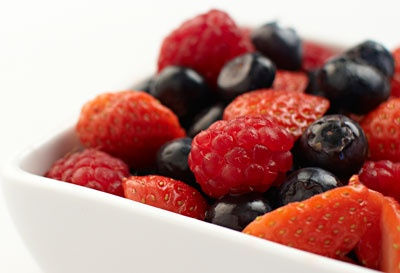 Mixed berries provide antioxidants; a sprinkle of cinnamon on top can help reduce blood pressure