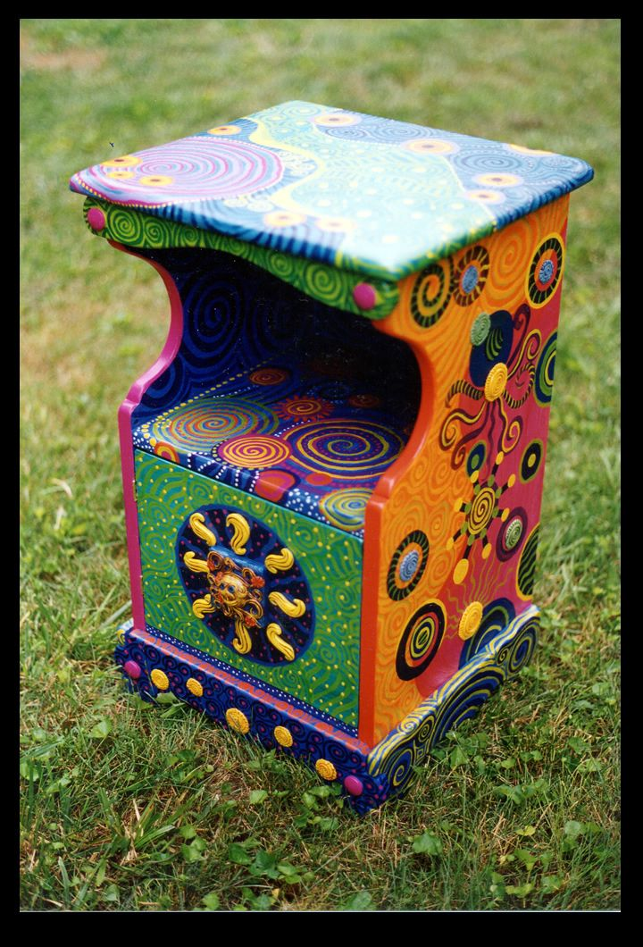 nightstand: Projects, Pretty Furniture, Painted Furniture, Bedside Table, Art Beauty Color, Furniture Paintedfurniture, Furniture Painting, Decorated Nightstand, Whimsical Nightstand