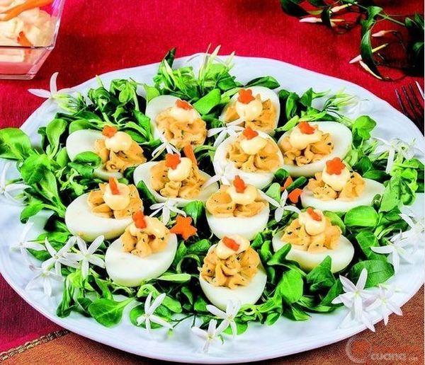 Uova ripiene con mousse di senape e acciughe