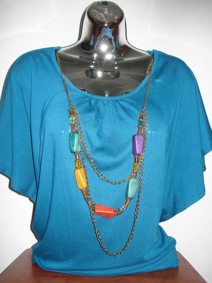 Bello bluson Azul con su collar