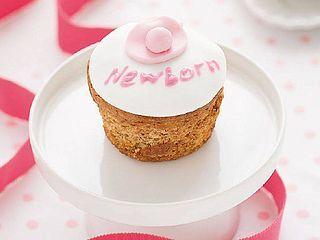 Newborn Cupcake, cupcake al lampone e limone I Cupcake sono un tipico dolcetto di origine statunitense, che deve il suo nome alla sua dimensione, grande come una tazza (cup in inglese significa per l'