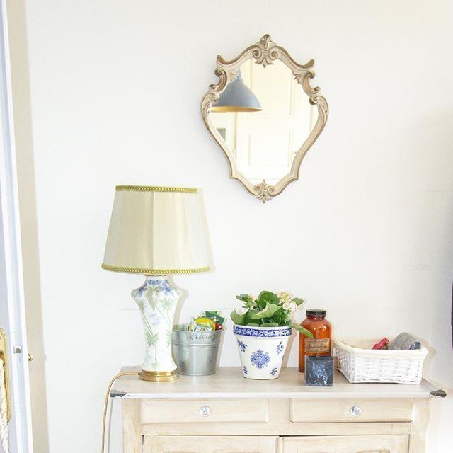 A Vendre Phenomene Tres Rare Je Me Separe D Un De Mes Tresors Ce Petit Miroir Italien Tout Mignon Tres Petit Miroir Retapisser Une Chaise Mobilier De Salon