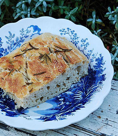 Одна моя знакомая любит печь хлеб. Она печет хлеб каждый день – свежие буханки достаются её друзьям, коллегам, соседям, соседям соседей и знакомым знакомых. Она…