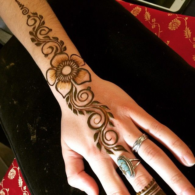 Simple Henna Tattoo #heartfirehenna