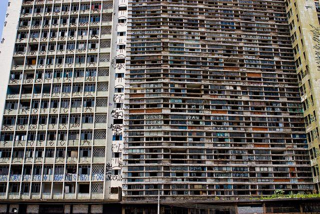 Edifícios S. Vito e Mercúrio: quando a escritura urbana ataca!