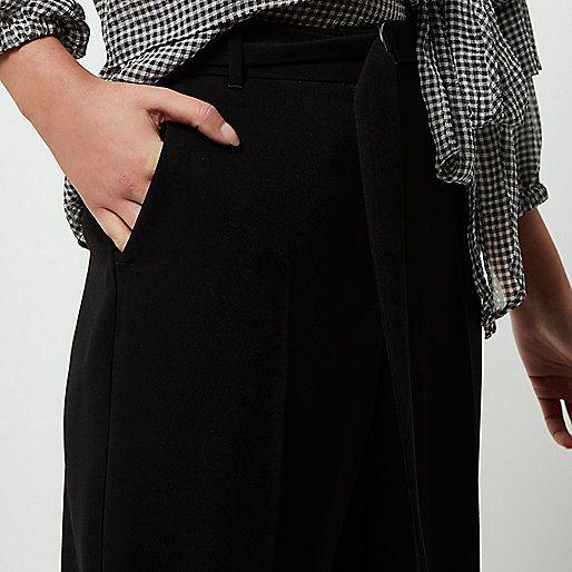 Zwarte zachte broek met wijde pijpen en band in de taille