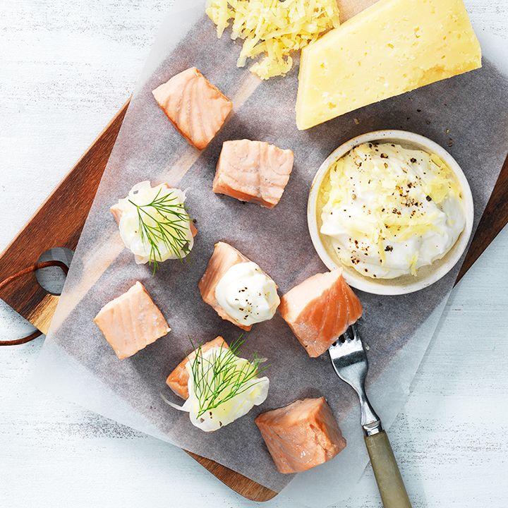 Inkokt lax med picklad fänkål och ostcrème på Västerbottensost® Vindelnrökt®