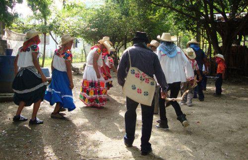 Documenta el INAH danza ancestral de la Huasteca hidalguense