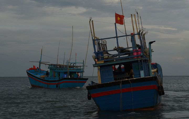Vietnamese 'blue boats' escape New Caledonia custody The French military has launched an operation to catch two Vietnamese so-called blue boats fishing illegally which have escaped from custody in New Caledonia.  Vietnamese fishing boats. Photo: AFP  Reports say aircraft have spotted the...  http://gonefishinonline.co.nz/vietnamese-blue-boats-escape-new-caledonia-custody/