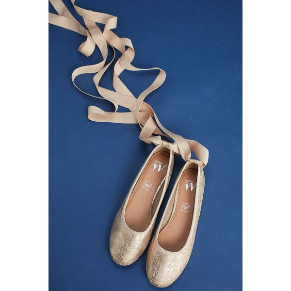 Vanessa Wu Ribbon-Tied Ballet Flats ($78) ❤ liked on Polyvore featuring shoes, flats, gold, gold flats, gold ballet shoes, ballerina shoes, ballet pumps and ballet flat shoes