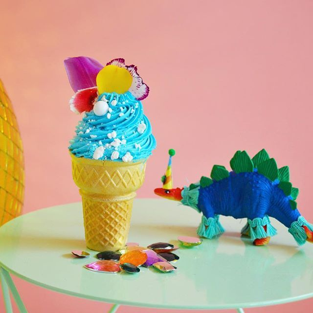 Ain't no party like a prehistoric party 🤓 Cone cakes are completely customizable, hand designed pieces of edible art. *My schedule is getting really squeezy for April and May, place your orders now!* Jurassic party dino from @paintedparade #bonvivantcakes