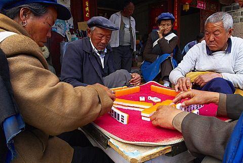 Mahjong players, Baisha village around Lijiang, Yunnan Province, China, Asia