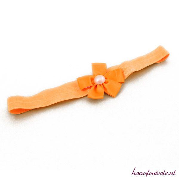 Leuke haarband met parel voor je kleine meid. Bestel deze of andere kleuren op http://www.haarfrutsels.nl/product/haarband-klein-met-parel-oranje/ voor € 1,49,
