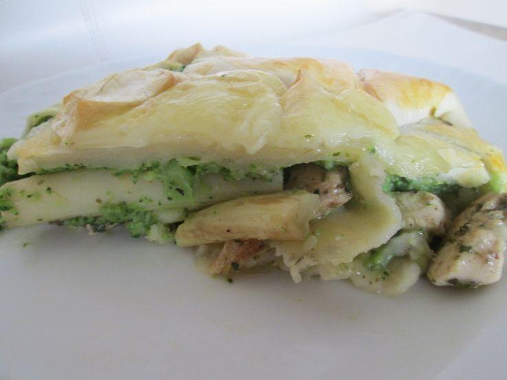 Szparagi z brokułami w cieście francuskim .