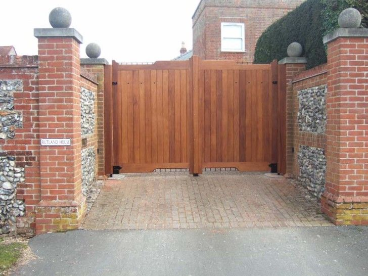 Making A Grand Entrance On Your Home With Driveway Gate