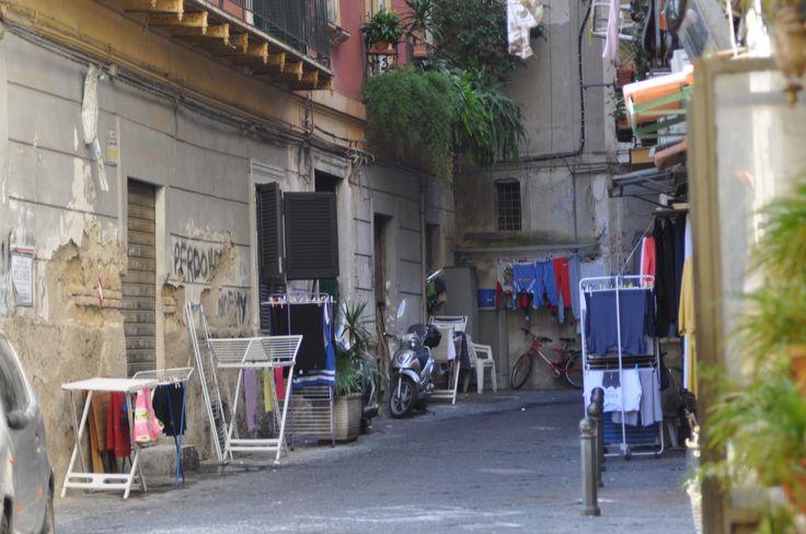 Napoli, vicolo di Chiaia