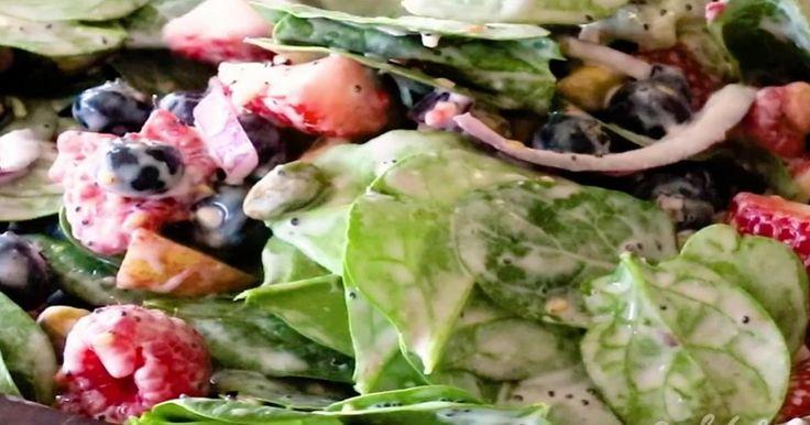 Ajoutez de la couleur dans votre assiette et découvrez une vinaigrette à base de yogourt aux fraises qui en vaut le détour.